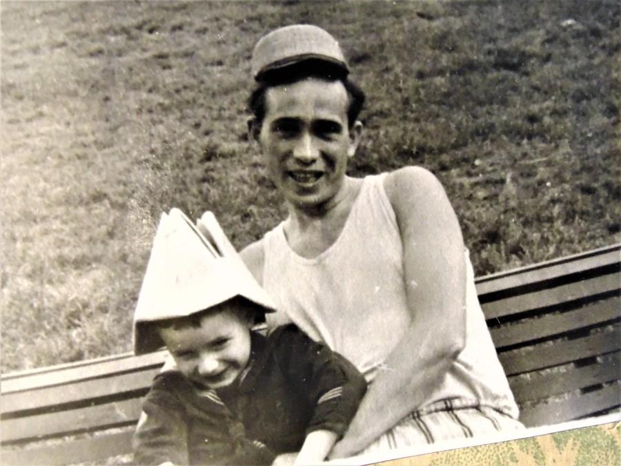 Поменялся с сыном шапками